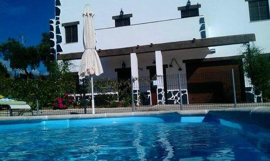 Alojamientos Rurales Berrocal: Casas desde piscina.