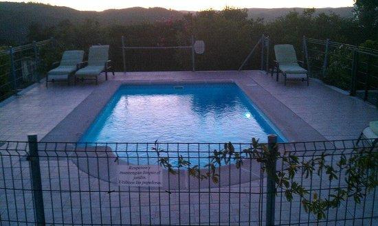 Alojamientos Rurales Berrocal: Piscina.