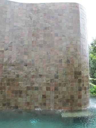 Hanging Gardens of Bali: Waterfall in main pool