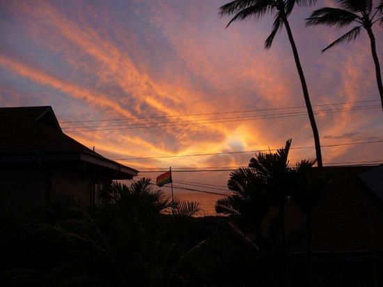 Maui Sunseeker LGBT Resort: Sonnenuntergang vom Balkon aus
