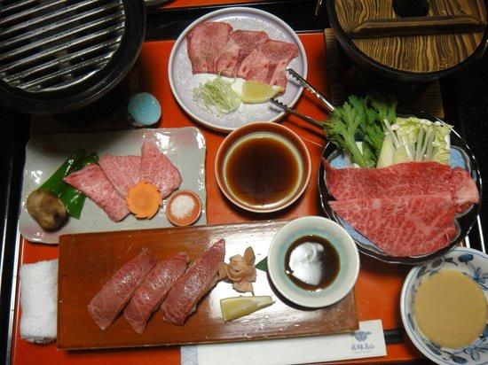 Futarishizuka Hakuun: 飛騨牛肉中心の夕食