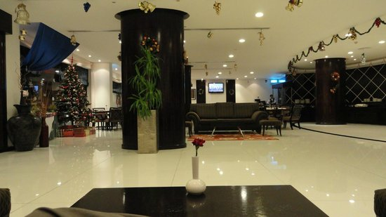 Savoy Suites Hotel Apartments: Reception and Dining Area