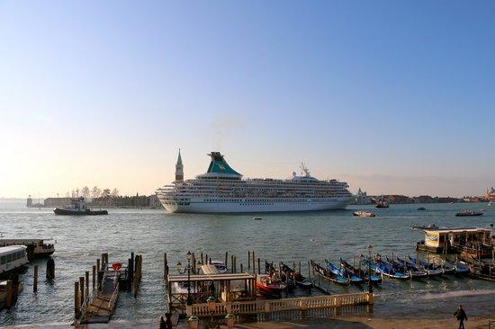 Hotel Londra Palace: Cruise ship passing by
