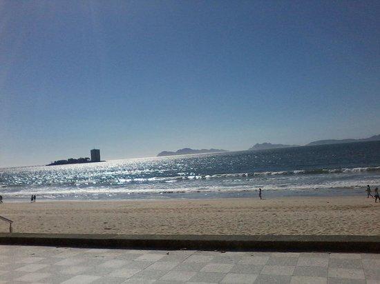 Playa Samil: Paseando en Abril