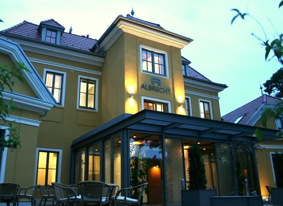 Twin room obr zok hotel albrecht bratislava tripadvisor for Mamas design boutique hotel bratislava