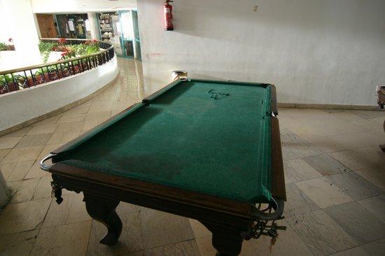Reemyvera Resort & Marina : Бильярдный стол с дырой