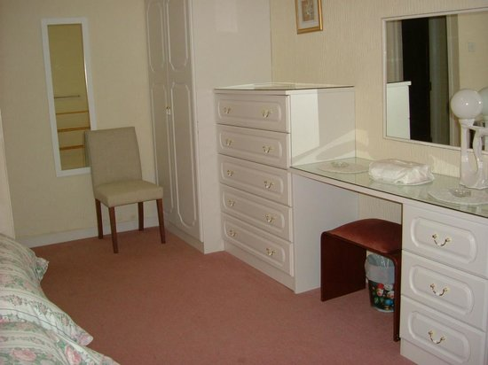 Kenilworth Court Holiday Flats: Spotlessly clean and very comfortable