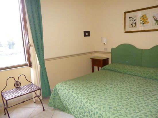Hotel Chiusarelli: Camera
