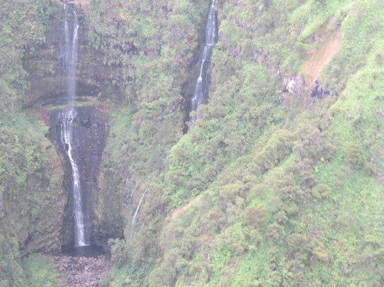 Blue Hawaiian Helicopter Tours - Maui: Gorgeous waterfalls!