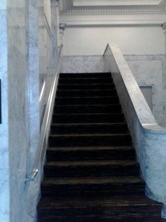 Hampton Inn & Suites Ogden: stairs