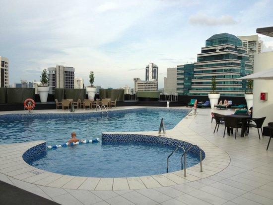 Hilton Singapore: 屋上プール