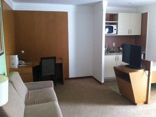 Mercure Apartments Brasilia Lider: Sala e cozinha do apart