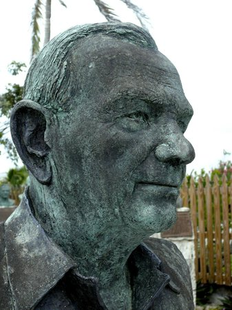 Loyalist Memorial Sculpture Garden : Realistic portrayal of Bahamian Loyalist