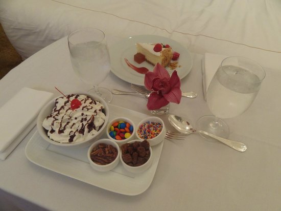 The Plaza: In-room dessert!