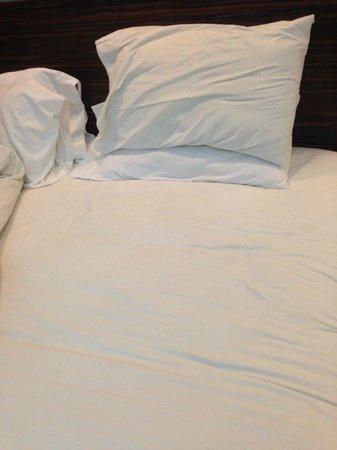 Ramada Bangalore: Bed