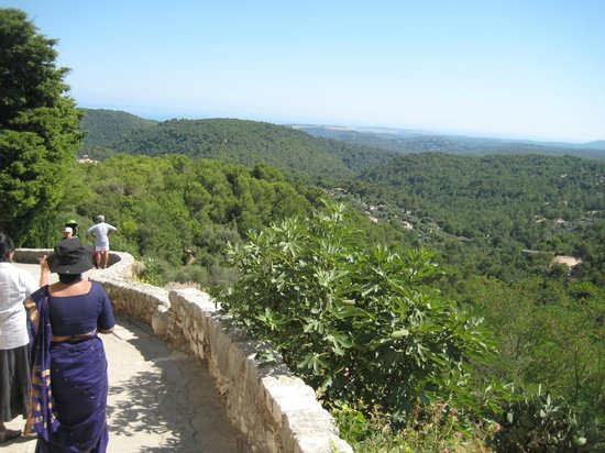 Tourrettes-sur-Loup - Village Medieval : The grand view of French Rivera hills from the Tourrette Sur Loup