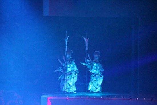 Golden Mask Dynasty Show : шоу Золотая маска