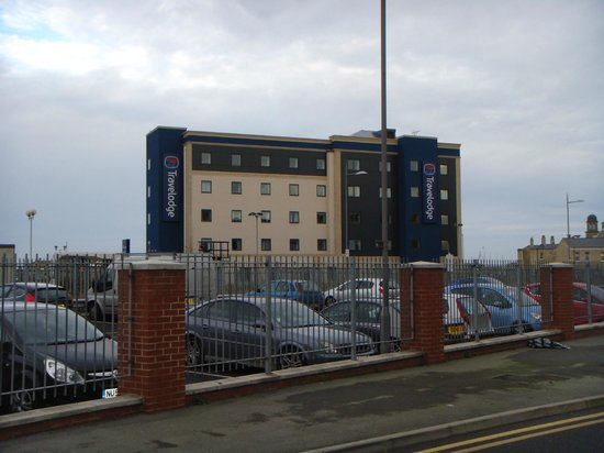 Travelodge Hartlepool Marina Hotel: From the other side of the railway lines
