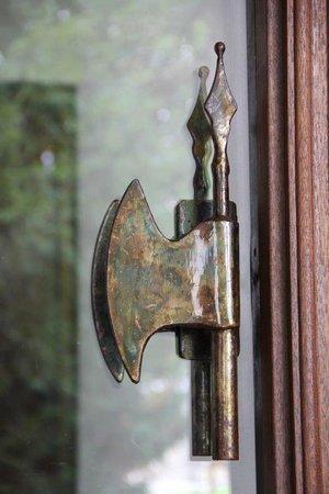 Schaloen Castle: deurknop hotel entree
