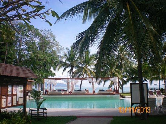 Samui Palm Beach Resort & Hotel: Вид на бассейн у пляжа