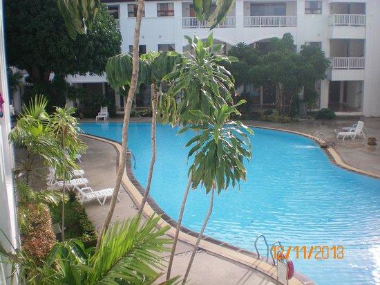 Samui Palm Beach Resort & Hotel: Бассейн между корпусами Royal Wing