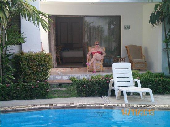 Samui Palm Beach Resort & Hotel: Номер на 1 этаже с выходом к бассейну в Royal Wing