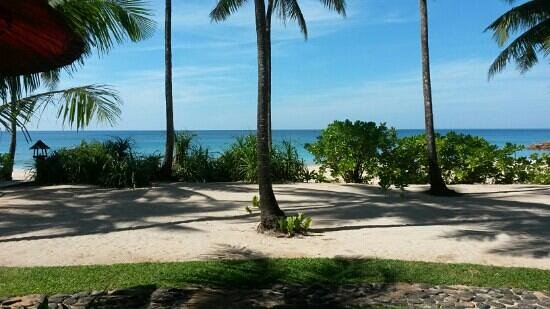 Amara Ocean Resort: The view from our beach front bungalow.
