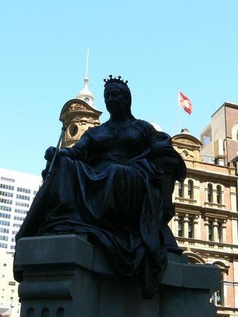 Queen Victoria Building (QVB) : la statue de la Reine Victoria à l'entrée du QVB