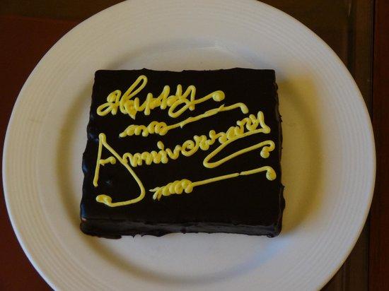 Trident, Agra: Anniversary Cake