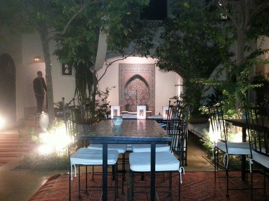 Riad Karmela: Main courtyard and breakfast area.