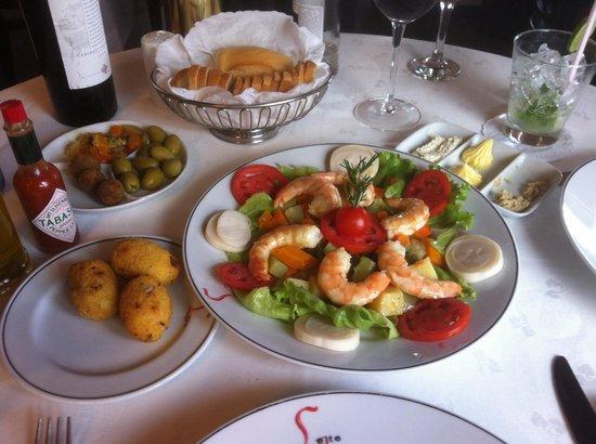 Bolinhos de bacalhau & shrimp salad