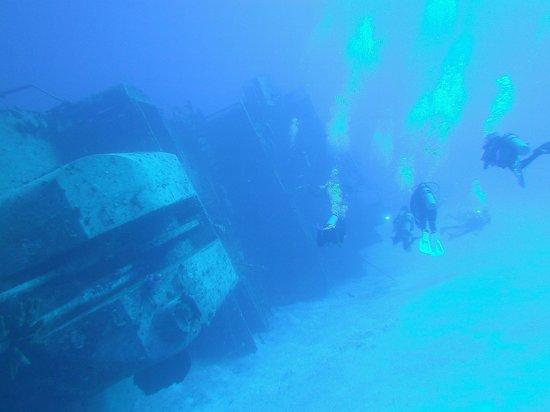 Cayman Brac Beach Resort: Wrecks close