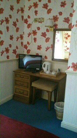 Breeze Hill Hotel: Room 1. upgraded equipment and redecorated