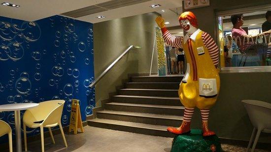 McDonalds Boracay: M2