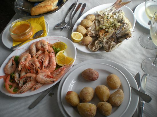 El Puerto de Laguete: grilled fish and boiled shrimps - the perfect lunch