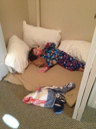 Sheraton Portsmouth Harborside Hotel: Toddler sleeping area