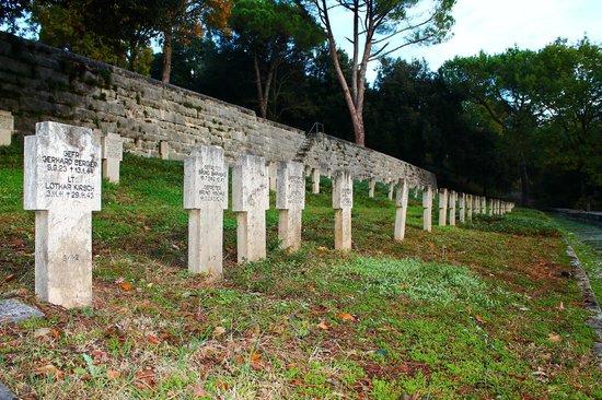 Hotel La Pace: Cimitero Tedesco