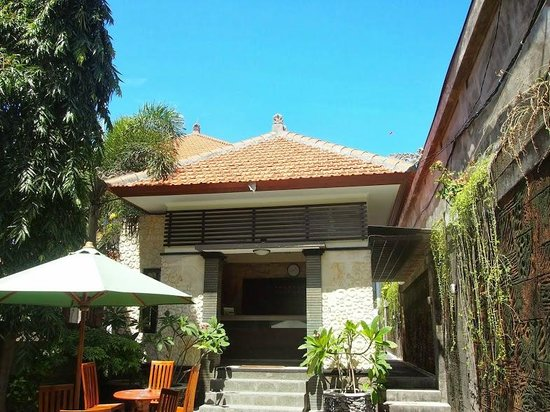 Sandat Hotel Legian: Reception