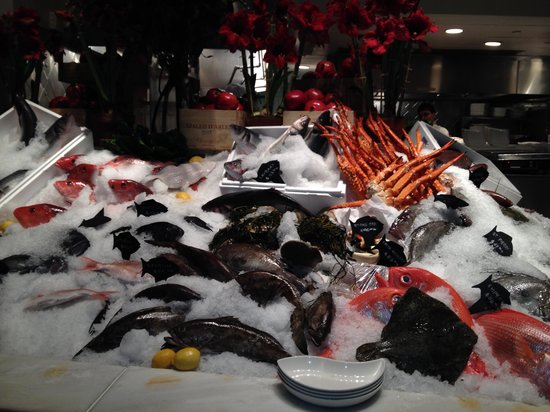 Estiatorio Milos : Seafood display on ice