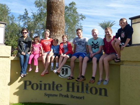 Pointe Hilton Squaw Peak Resort: cousins and peaks and valleys