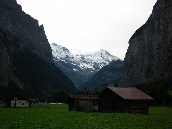 Trummelbach Falls : トリュンメルバッハの滝付近よりアイガーを望む