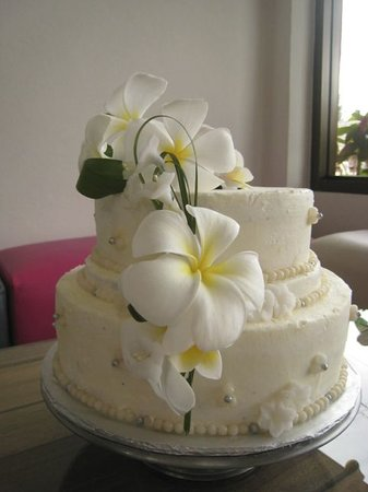 Two Scoops Gelato and Desserts: We do wedding cakes too
