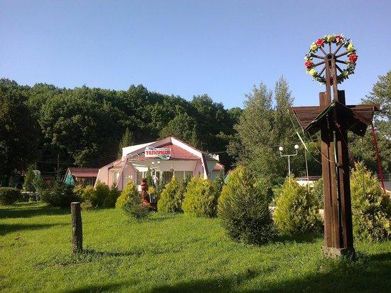 Vynohradiv, Ukraine: Вид на админ.корпус, где находится решепшен