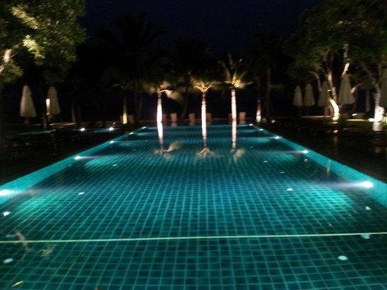 Rest Detail Hotel Hua Hin: Piscine de nuit