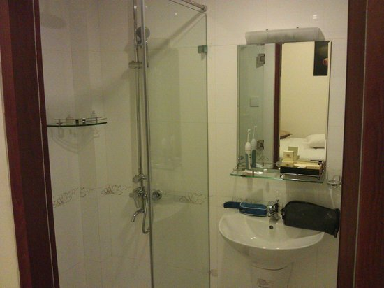 Beautiful Saigon 3 Hotel: onsuite shower