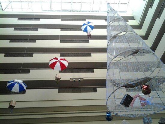 Marco Polo Xiamen: Vista sui corridoi delle stanze in chiave natalizia