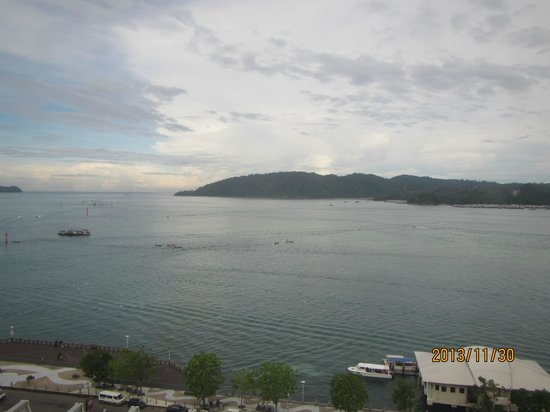 Hyatt Regency Kinabalu : View from room to Gaya island