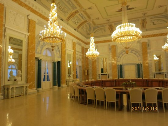 The National Congress Palace (Constantine Palace): Зал.
