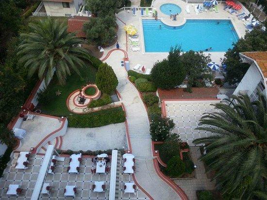 Merit Halki Palace: Havuz