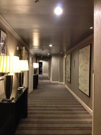 Sofitel London St James: hallway